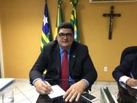 Vereador Marcelo Mota (DPT) DIZ que Prefeitura já arrecadou R$6.062,626 e que não justifica a cidade esburacada, cheia de matos e na escuridão