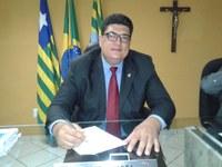 Vereador Marcelo Mota (PDT) Pediu a continuidade do calçamento da Rua Anicácia Mousinho em frente à Escola João Pinheiro