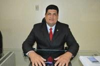 Vereador Marcelo Mota pede limpeza de ruas e construção de calçamento em seus indicativos