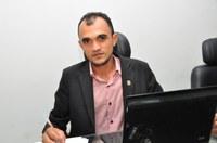 Vereador Martinez (PT) Pede em indicativo a Secretaria de Desporto que disponibilize bolas para os Campos Suburbanos do Município