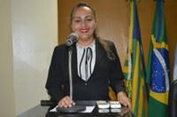Vereadora Hélvia de Almeida apresenta projeto de lei pedindo padronização do uniforme escolar em Guadalupe