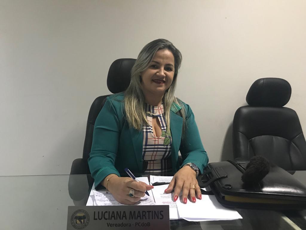 Vereadora Luciana Martins (PCdoB) Em tribuna fala que nos próximos dias o Conselho Tutelar estará recebendo um veículo e equipamentos
